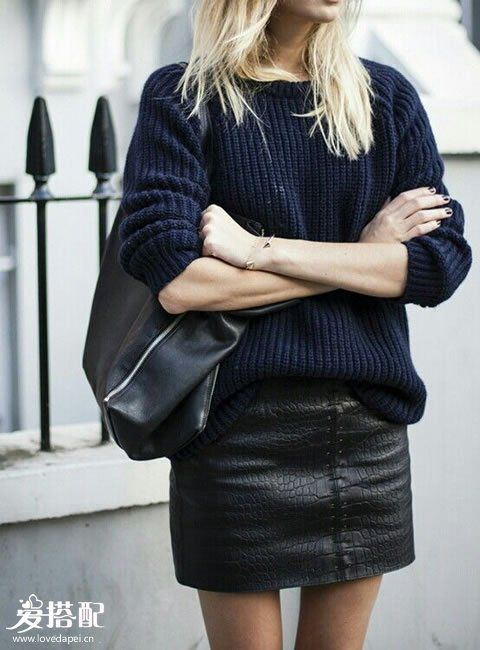 毛衣+皮裙