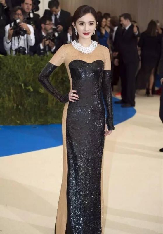 讲真,已经刷屏的时尚界奥斯卡,穿得最美的人并不是杨幂,而是她
